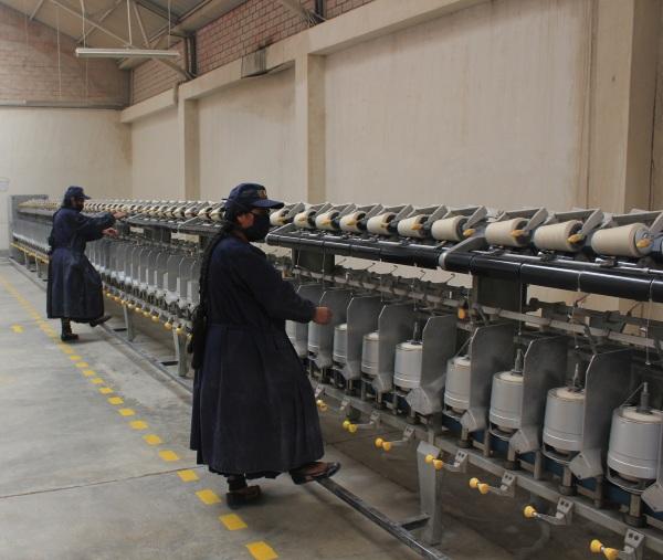 Proceso industrial en instalaciones de la fábrica COPROCA SA